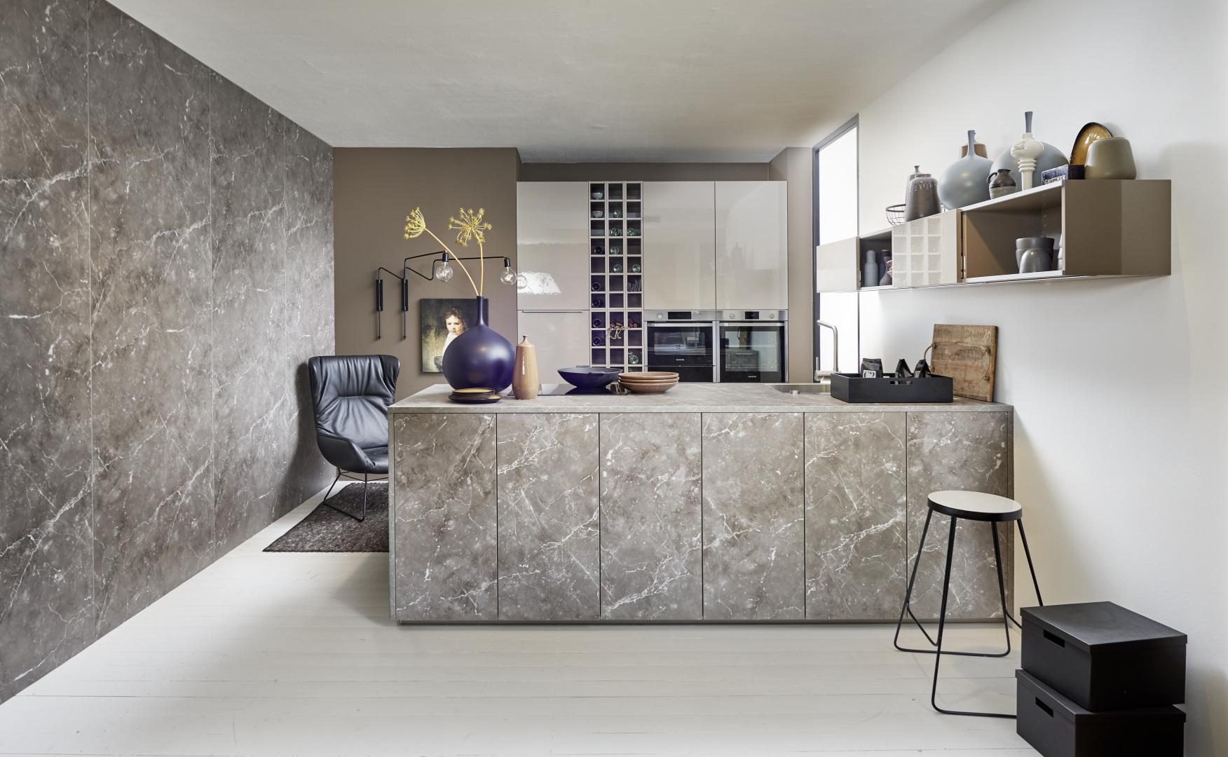 Koje 20 Lux – Lava HG / Manhattan – Marmor grau
