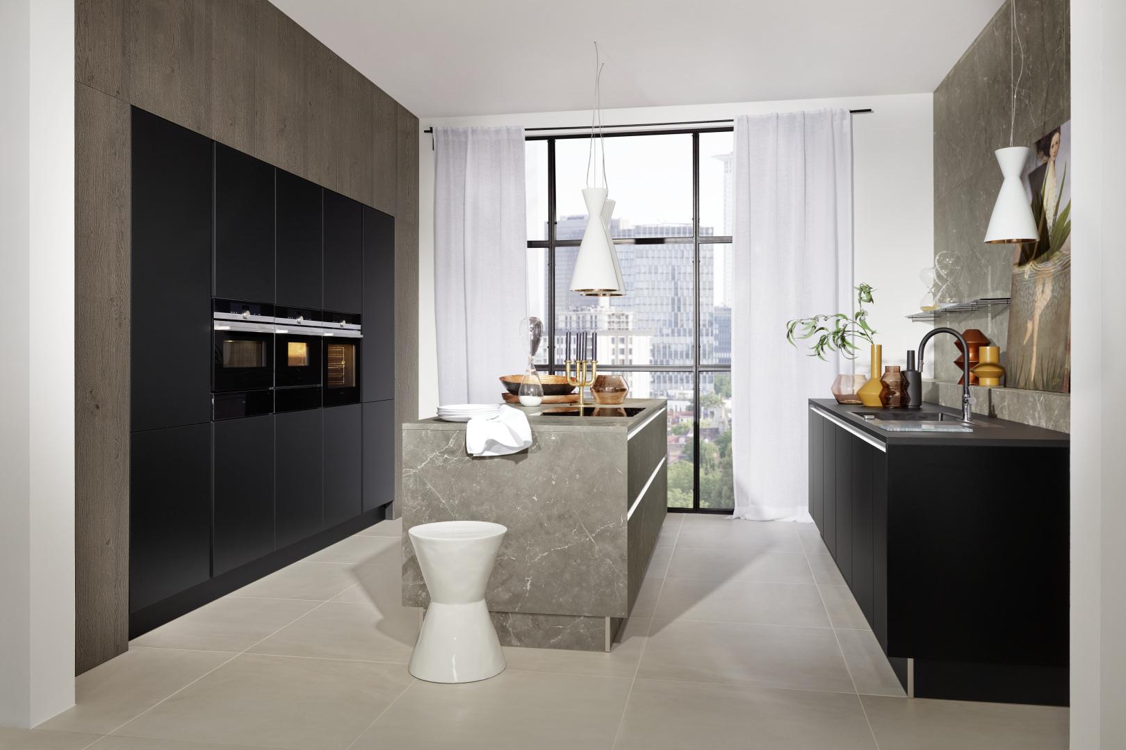 Manhattan – Marmor grau / Plus – Schwarz softmatt